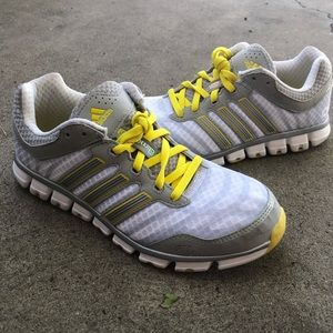 Shoes - Women adidas running shoe